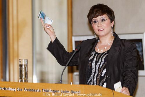 Anita Grasse, 1. Vorsitzende des DJV Thüringen bei ihrer engagierten Eröffnungsrede in Berlin.